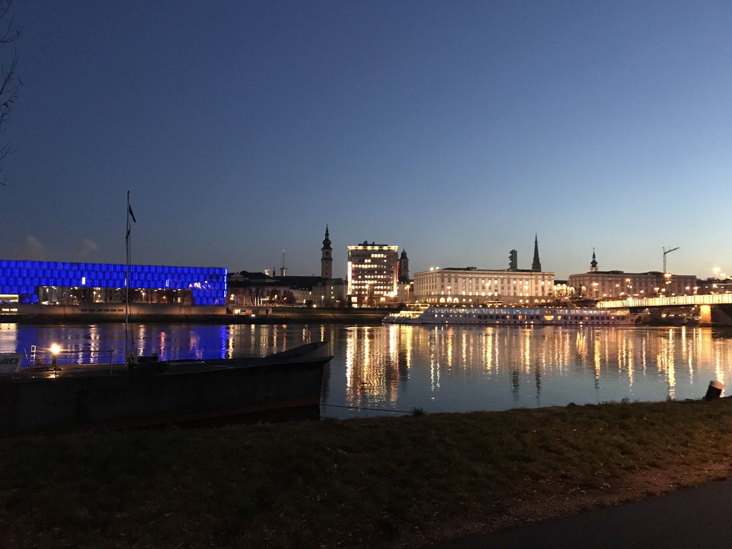 Lights reflected in the Danube and the Lentos of Linz.